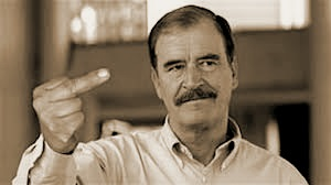 Vincente Fox Finger Seipa CROPPED