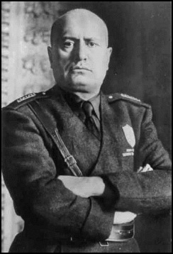 Mussolini WW2 but which one (2)